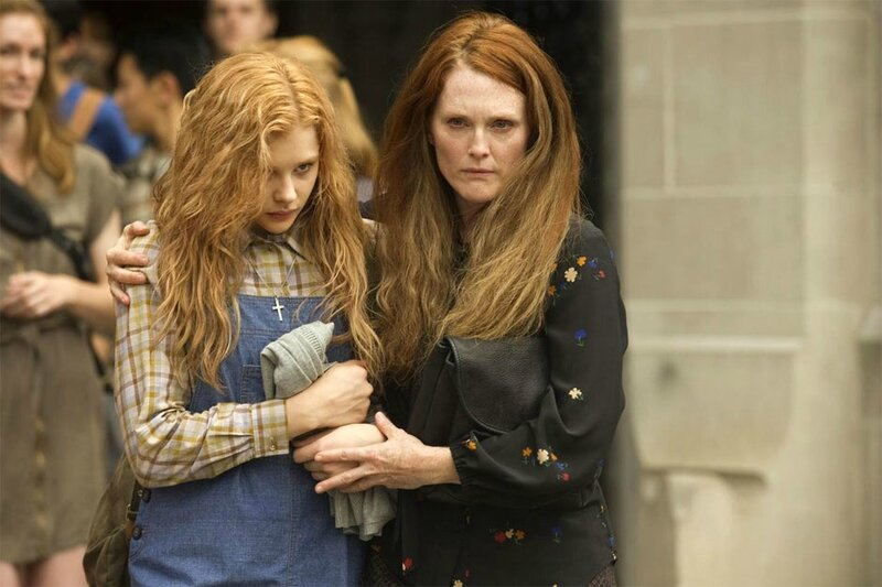 Chloe-Moretz-and-Julianne-Moore-in-Carrie-2013-Movie-Image