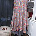 Robe EUPHRASIE en coton gris imprimé fleur et oiseaux rose vert et jaune (1)