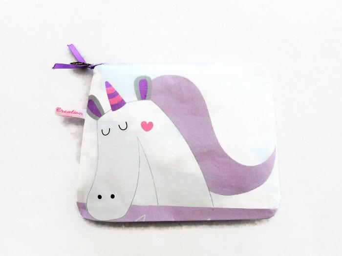 Trousse licorne violette nuages face
