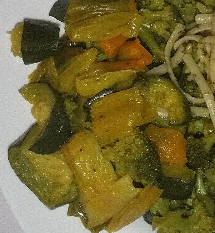 Linguines au pesto et garniture de légumes safranés 4