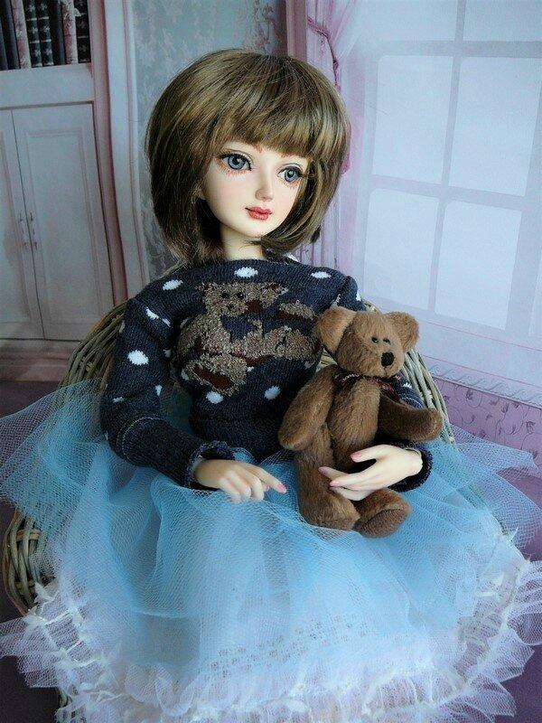 17 Dahlia & son ours en peluche