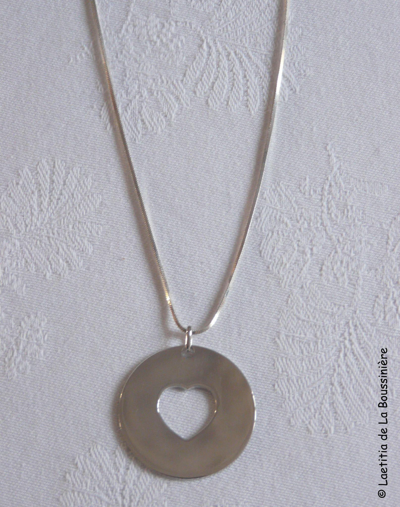 Collier médaille coeur ajouré