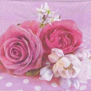 Serviette roses et boutons