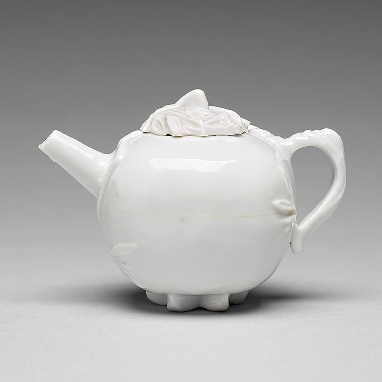 A pomegranate-shaped blanc de chine teapot with cover, Qing dynasty, Kangxi (1662-1722)