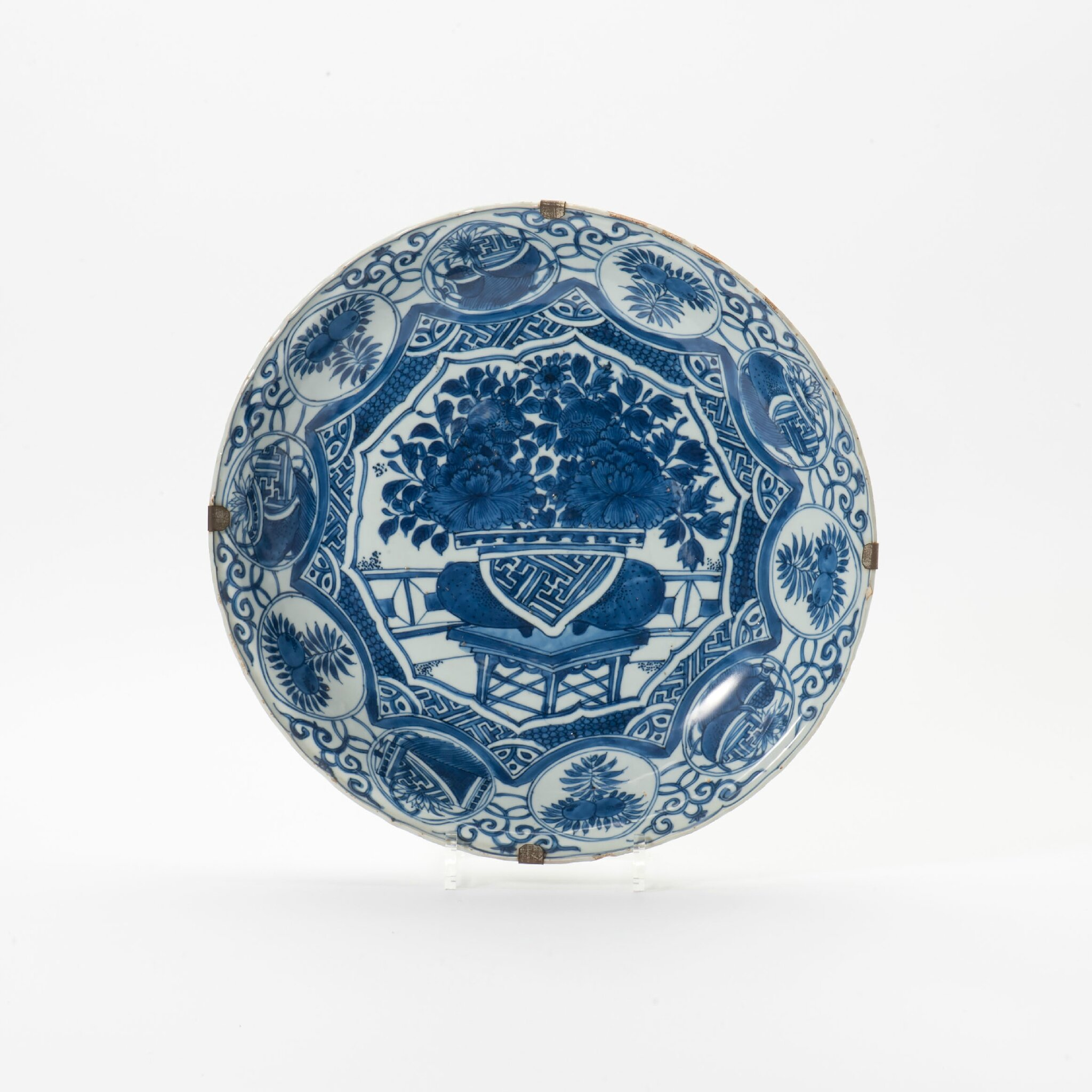 A Kraak porcelain molded rim bowl, Wanli period (1573-1619)