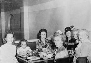 1946_NJ_with_family_resto_Berniece_Mona_GraceGoddard_X_NJ_AnaLower_Gladys