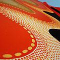 MS aborigène Corail orange noir sable gros plan