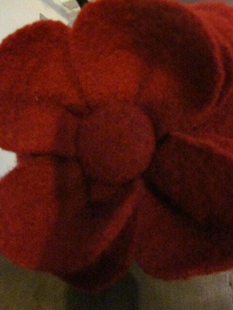 Chapeau AGATHE en laine bouillie rouge avec fleur - doublure de coton rouge à pois blancs (8)