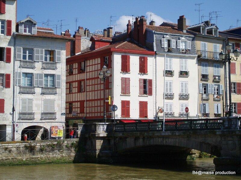 Le pont Pannecau enjambant La Nive à Bayonne