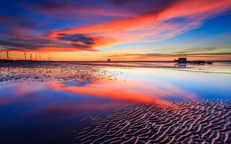 sea-beach-sunset-boats-red-sky-1080P-wallpaper-middle-size