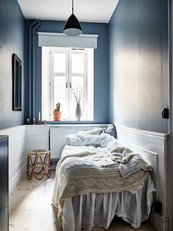 superbe-fraiche-chambre-couleur-bleu-fonce-une-petite-chambre-cosy-avec-ces-murs-bleu-fonc-chambre