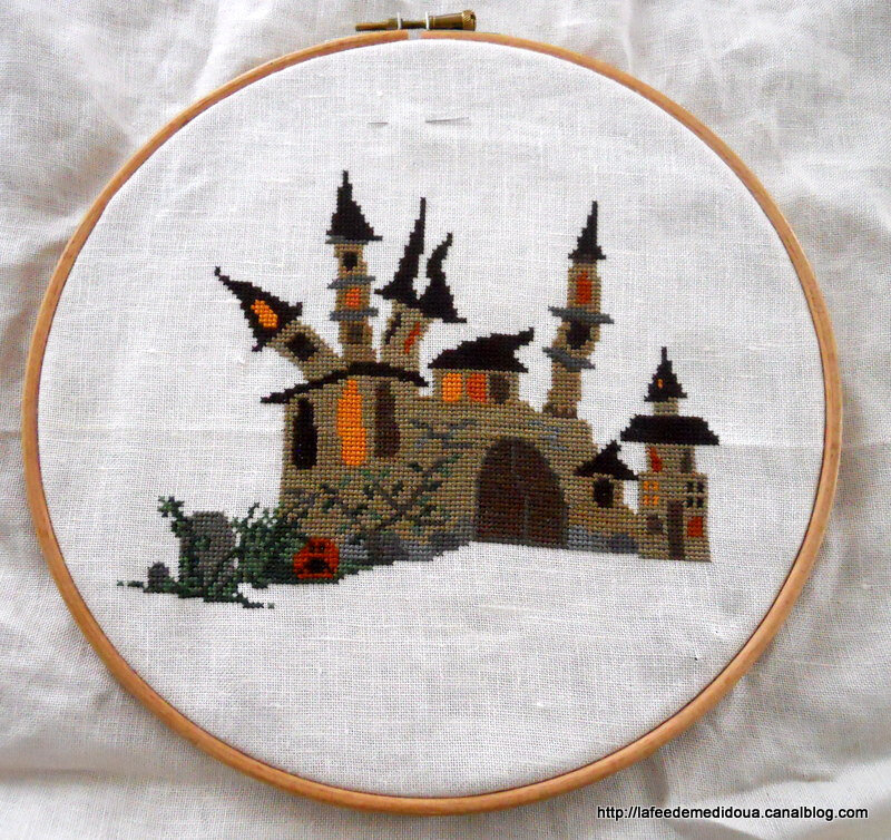 Coussin-Halloween-chateau