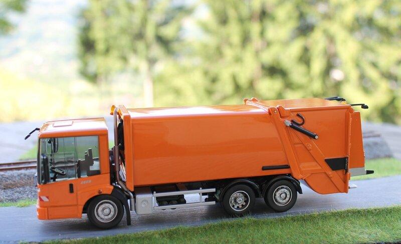 B6 600 4065-Mercedes Econic BOM