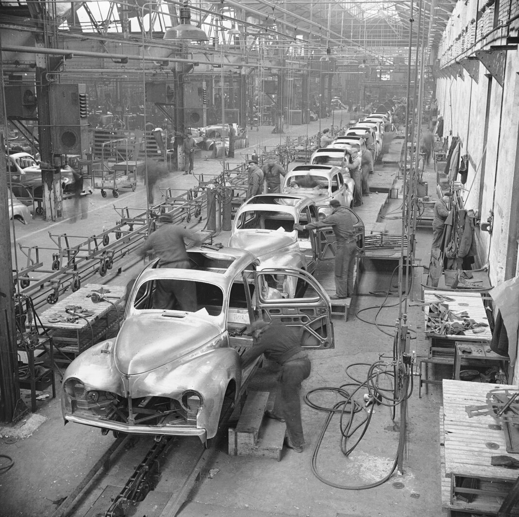 1948 Peugeot 203 assembly line in Soucheaux