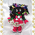 Poupée noire doudou chiffon robe rose fleur noeuds multicolore
