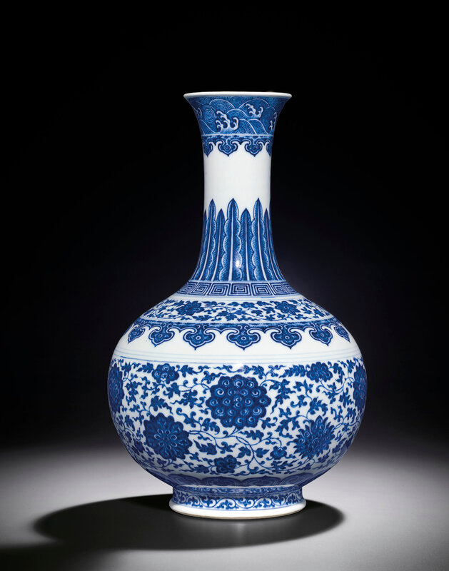 2013_HGK_03263_3385_000(a_blue_and_white_bottle_vase_qianlong_six-character_seal_mark_and_of_t)