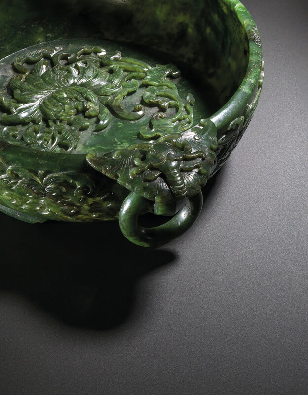 2019_CKS_17114_0132_002(a_finely_carved_spinach-green_jade_marriage_bowl_qianlong_period)