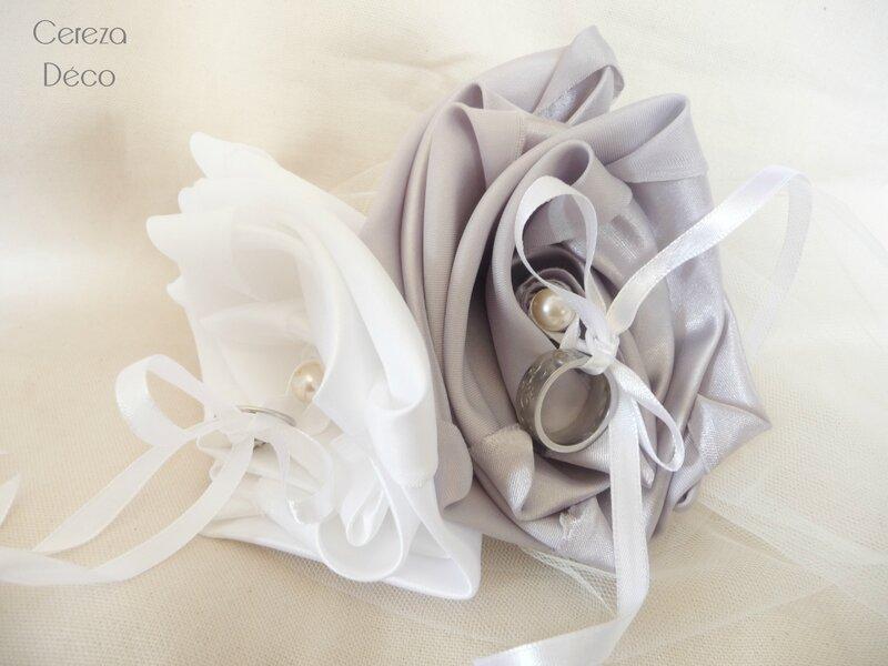 coussin alliance mariage blanc argent fleur