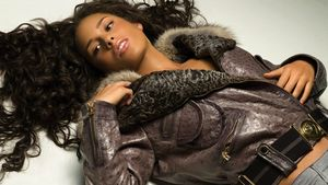 alicia_keys_hair_teeth_lips_jacket_5896_1920x1080