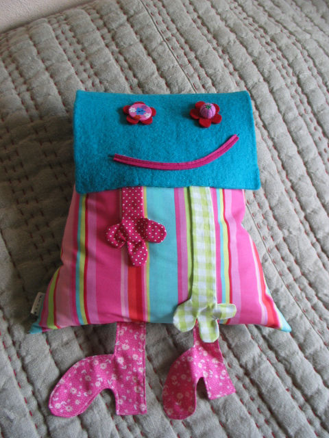coussin poche fille rayures