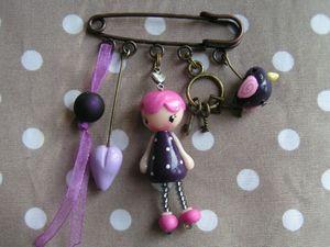 broche violette
