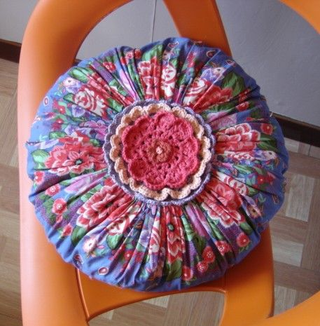 "Coussin YOYO "" kitch ou gypsy "" couture et crochet"