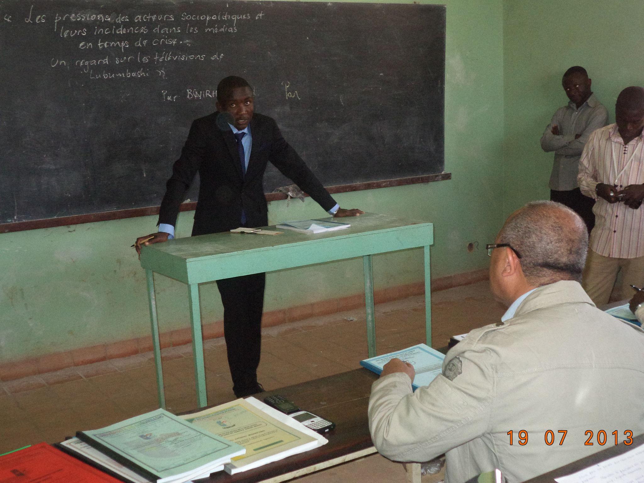 Pendant mon exposé, en face de mon directeur, le Prof Ordinaire Jacky MPUNGU