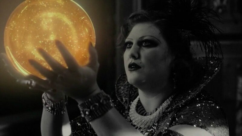 twin-peaks-season-3-2017-017-woman-with-golden-orb