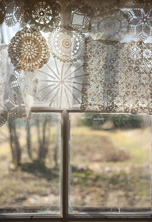 fenêtre aux napperons