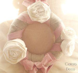 couronne de noël lin beige blanc et rose poudré 5