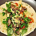 Tortillas au porc grillé, guacamole, fromage et crudités......