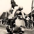 Acrobatie à 2 sur un scooter - Le Fleix 58