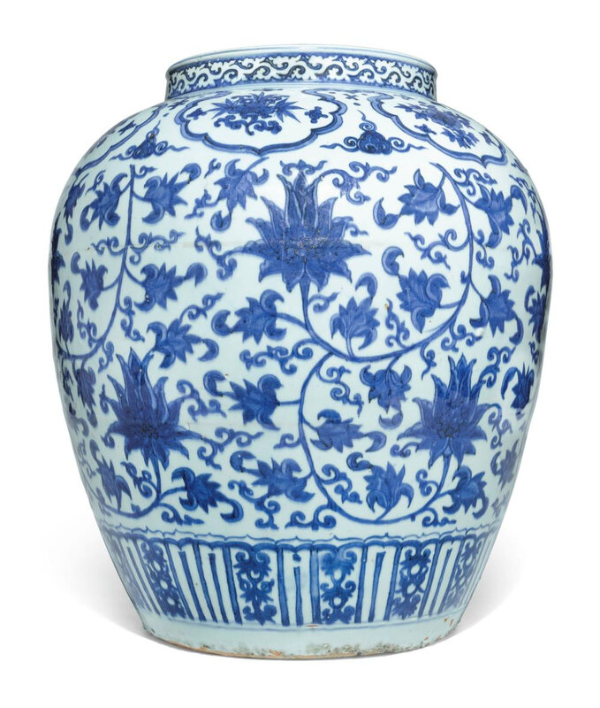 A large blue and white 'Lotus' jar, Ming dynasty, Jiajing period (1522-1566)