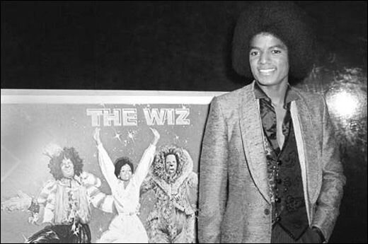 Michael-Jackson-at-the-opening-of-The-1978-movie-musical-The-Wiz[1]