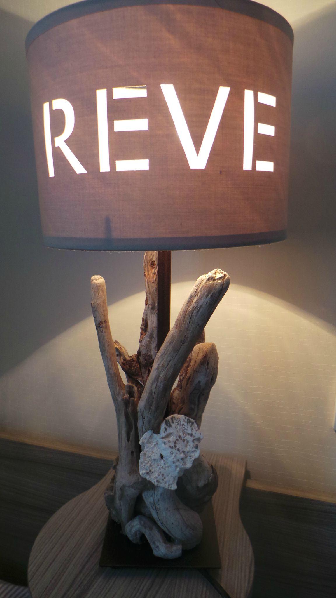 Une Lampe De Chevet En Bois Flotte Cent Facons