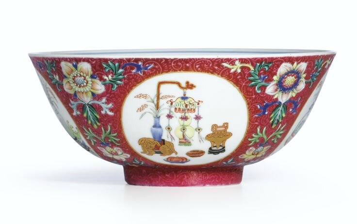 A fine ruby-ground famille-rose 'Hundred Antiquities' 'Medallion' sgraffiato bowl, Seal mark and period of Daoguang