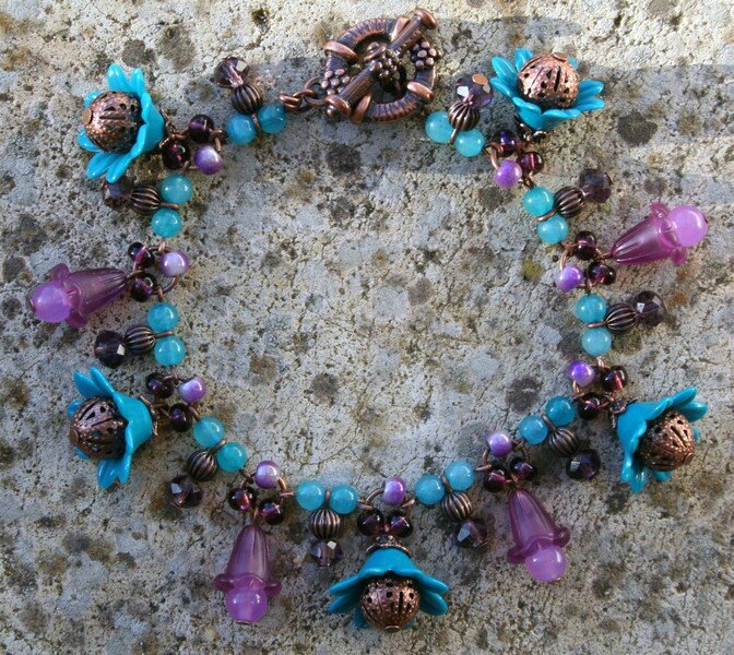 bracelet breloque grande fleur bleu