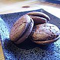 Macarons au chocolat noir : 1er round ou comment j'ai réussi à faire des whoopies !
