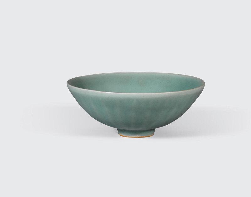 A Longquan celadon lotus bowl, 13th-14th century