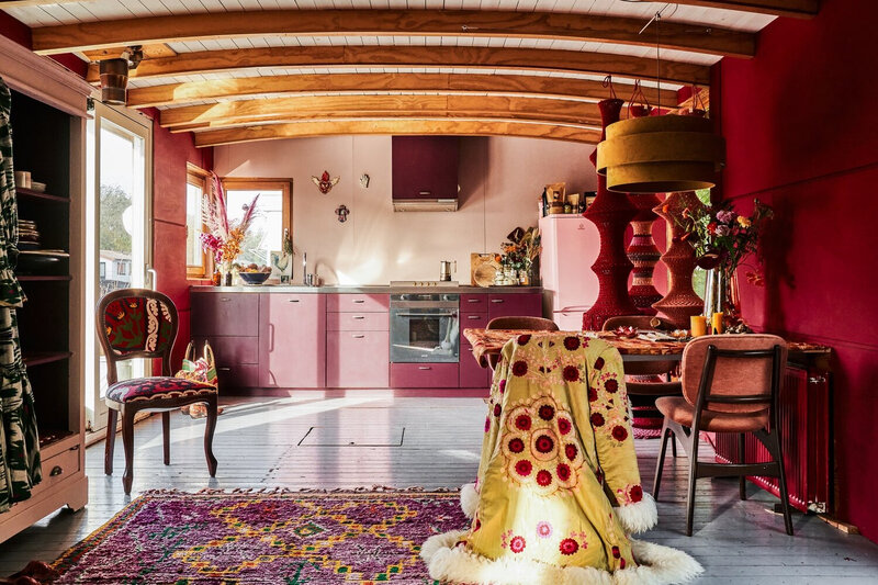 A+Pink+Textured+Houseboat+in+Amsterdam+-+The+Nordroom
