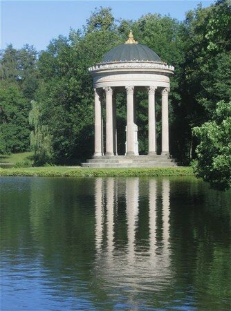 445px_Apollotempel_Nymphenburg_Muenchen_2