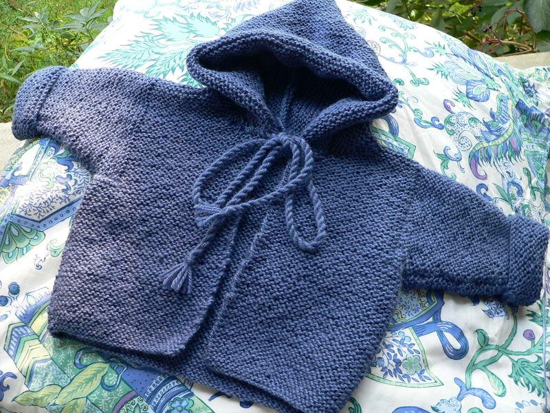 722028b22982 Un manteau à capuche tout en mousse - Bigmammy en ligne