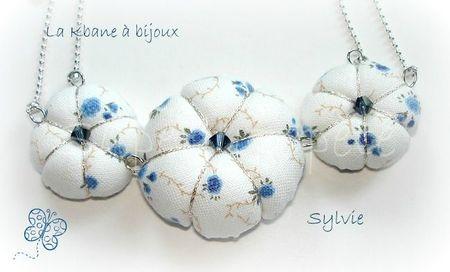 collier potirons tissu petites fleurs bleues2