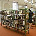 Des automates de prêts dans la bibliothèque de lyon