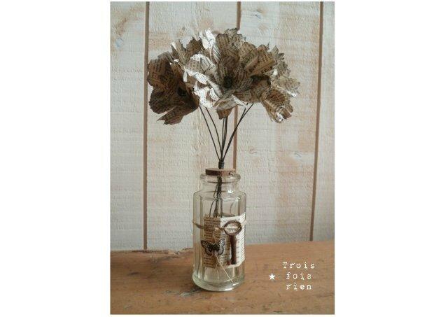 Fiole et fleurs papier N°17 (1)