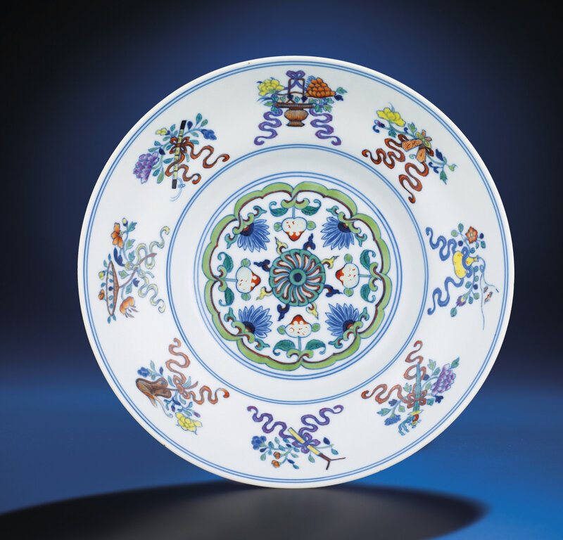 A doucai ogee-form bowl, Jiaqing six-character seal mark and of the period (1796-1820)