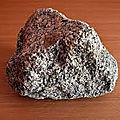 Précieuse pierre pour attirer la clientèleprécieuse-grand marabout agbeto .