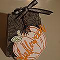 Ballotin d'halloween avec la perforatrice etiquette charmante