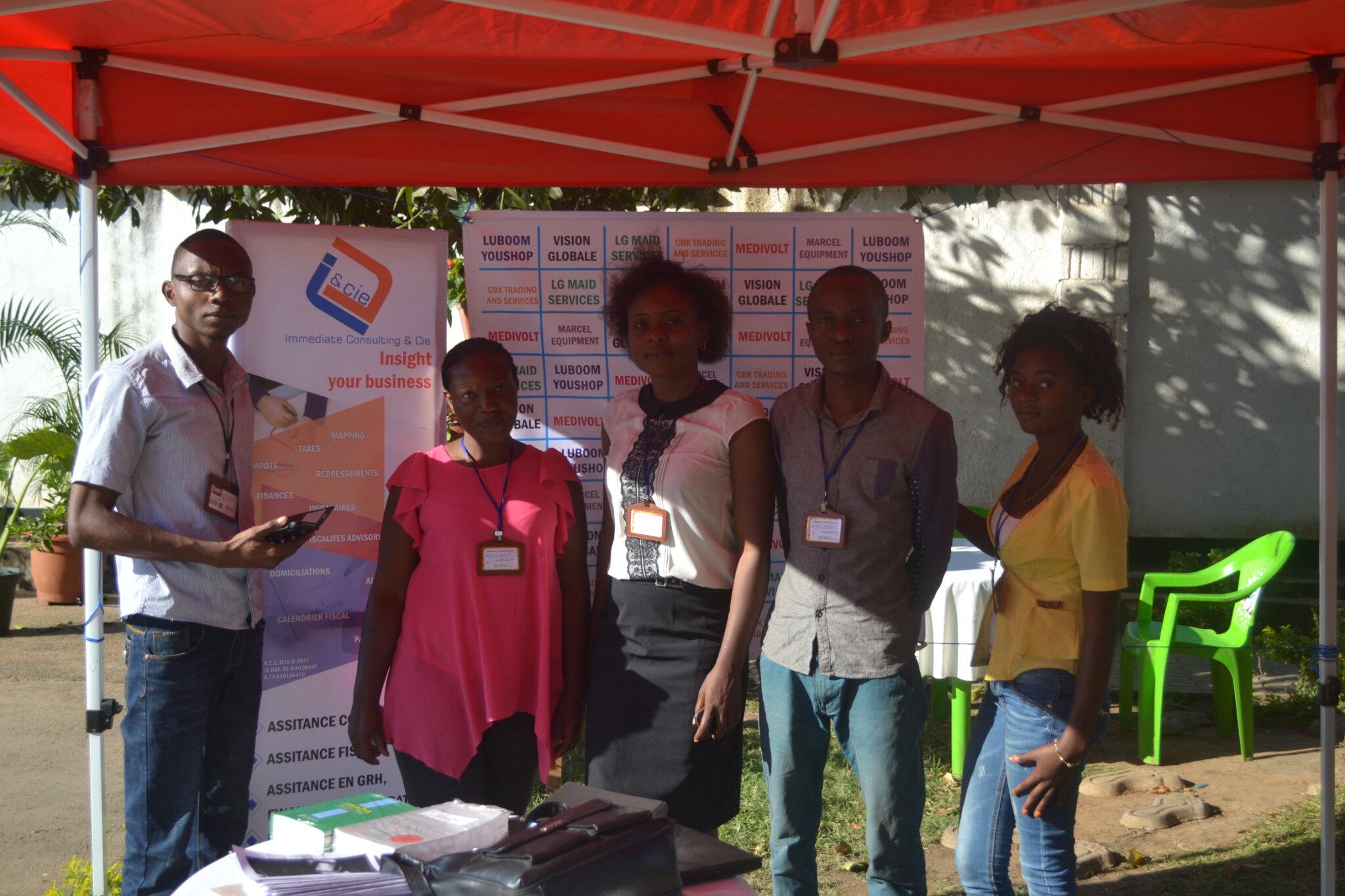 Equipe Immediate Consulting lors d'une expo des jeunes entreprises