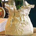 Cache-vase tissu, dentelle et broderie ancienne